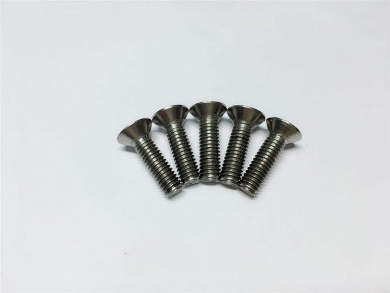 M3, M6 titán csavar laposfejű foglalat fej sapka titán karimás csavarok gerincműtéthez